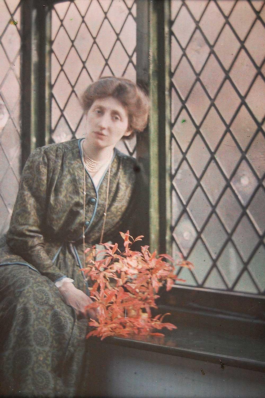 A beautiful autochrome self-portrait Olive Edis took in 1912