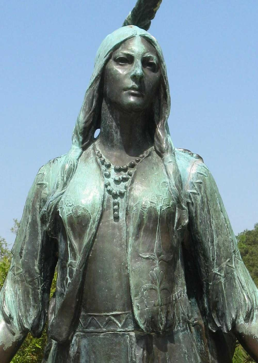 An idealised statue of Pocahontas in Williamsburg, Virginia (USA)